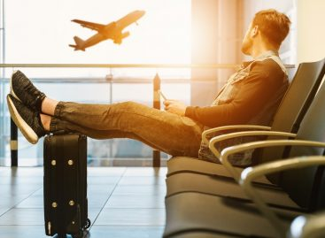 TRAVEL IN BUDGET: HOW TO AVOID SPENDING MONEY IN AIRPORTS