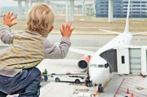 12 TIPS FOR NAVIGATING AIRPORT WITH KIDS